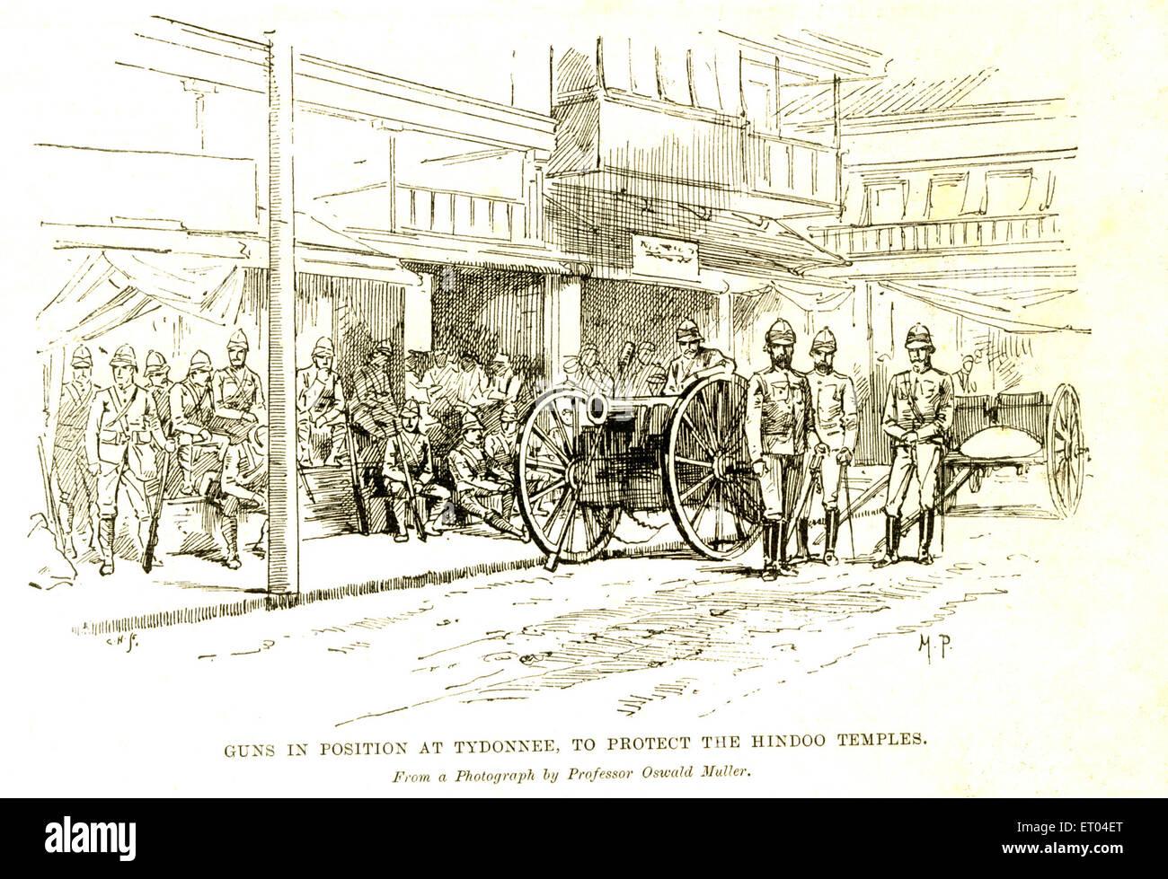 Pistole in posizione a Tydonnee per proteggere templi indù ; 9 settembre 1893 ; Bombay ora Mumbai ; Maharashtra Immagini Stock