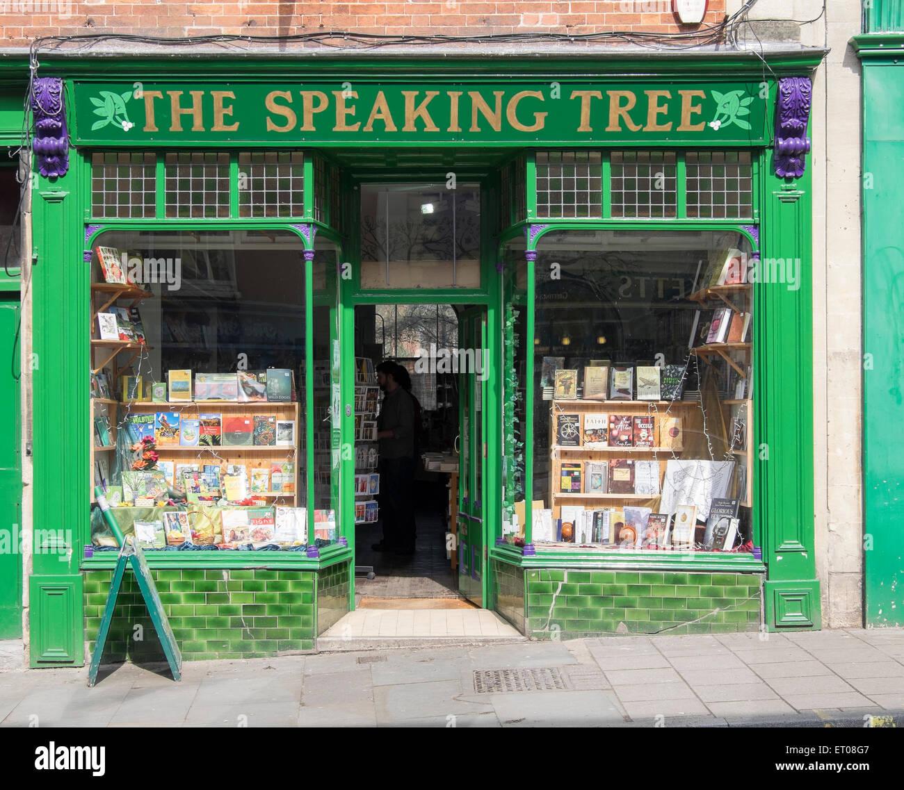 La struttura di lingua book shop in Glastonbury high street Immagini Stock