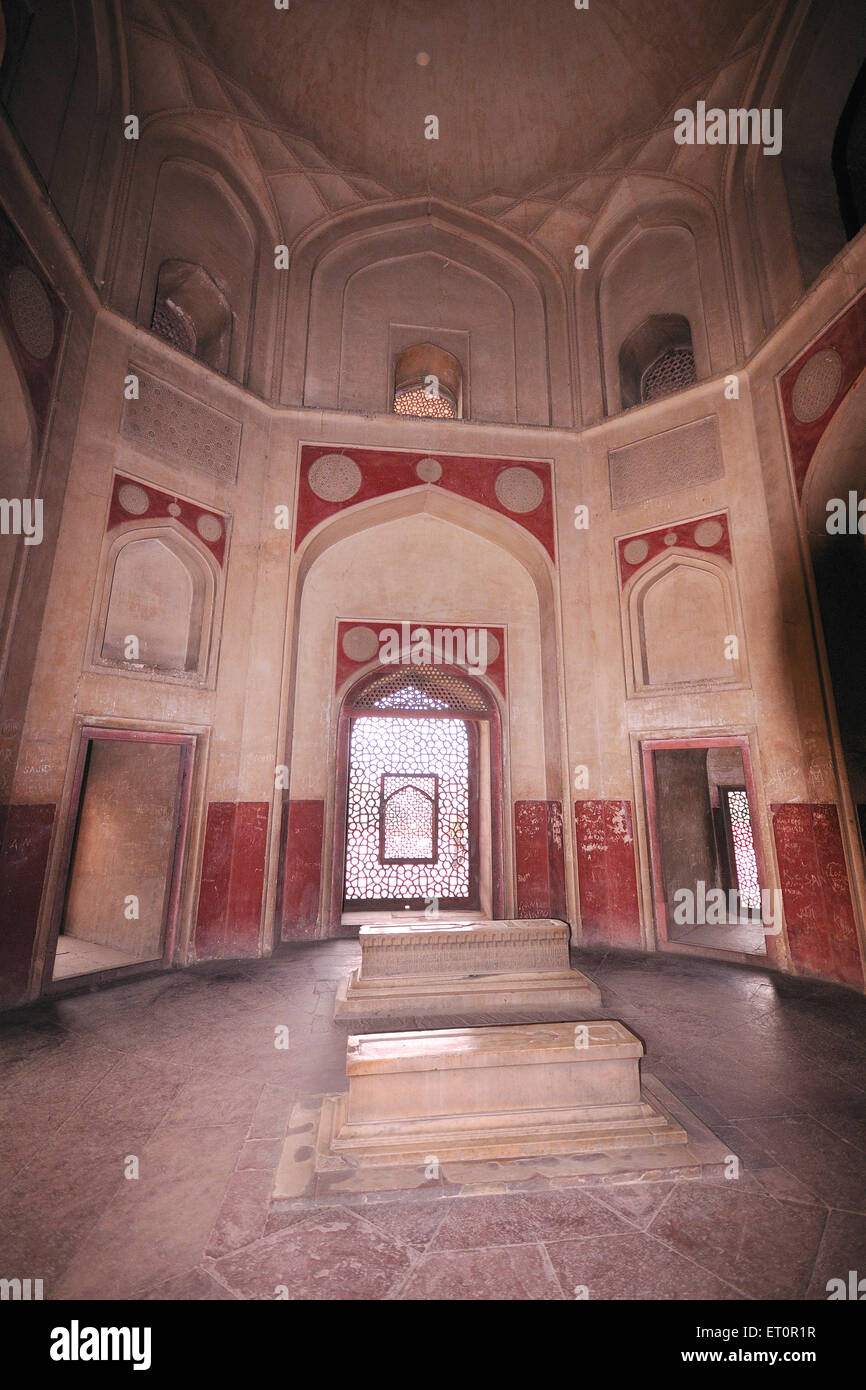 Mausoleo di parenti all'interno della tomba di Humayun ; Delhi ; India Immagini Stock