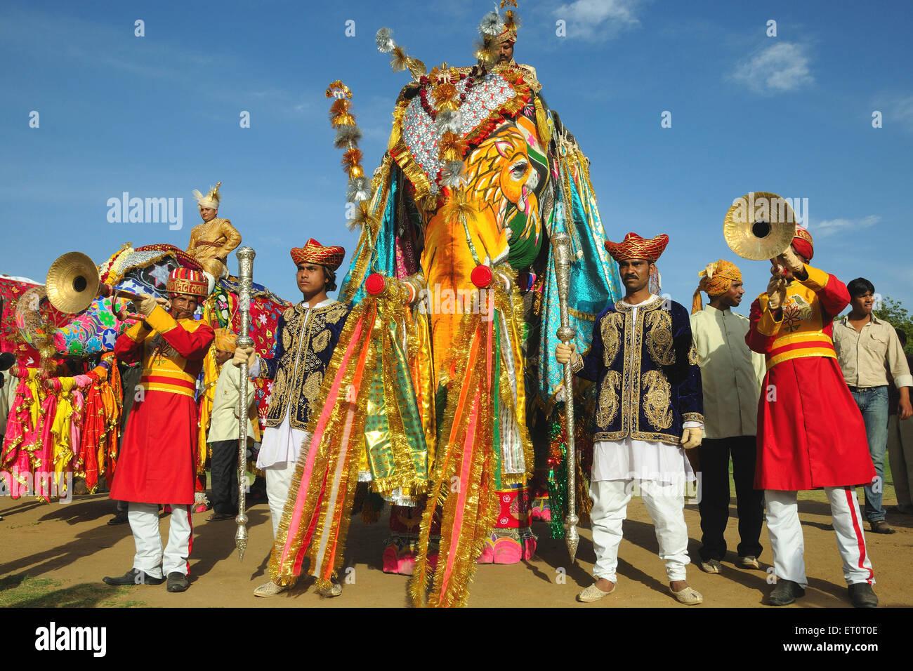 Dipinto e decorato elefanti ; Jaipur ; Rajasthan ; India Immagini Stock