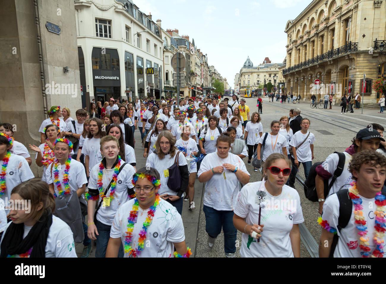 Reims, Francia, studenti celebrare le matricole con la Journee de parrainage Foto Stock