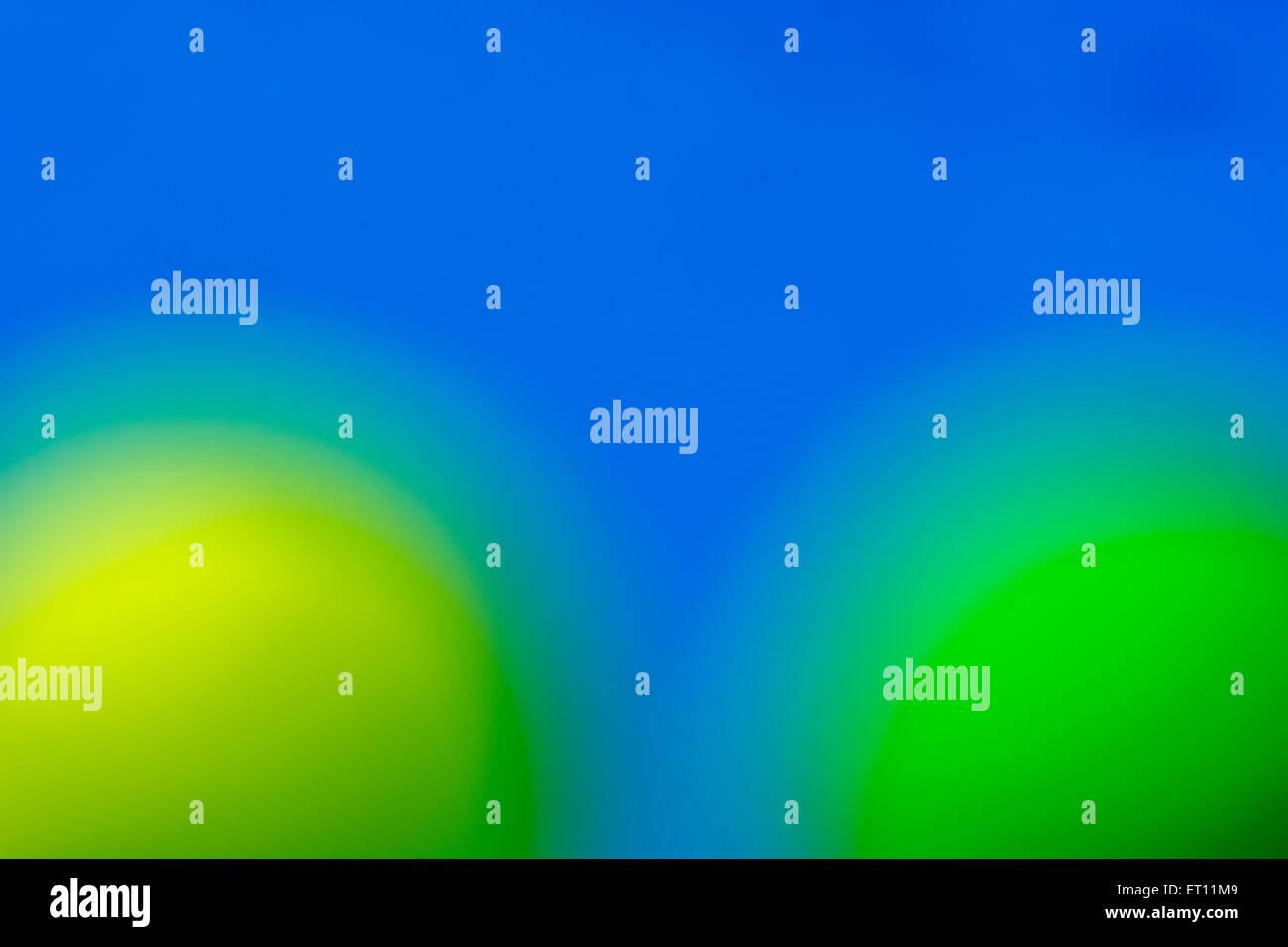Abstract Fuori Fuoco Giallo E Verde Sfere Contro Sky Sfondo Blu