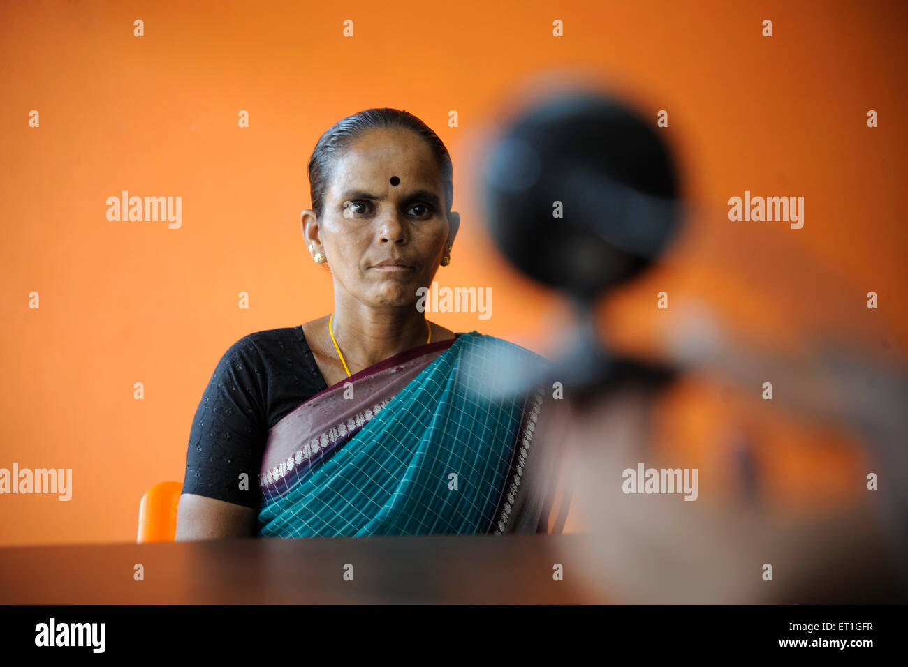 Prendere foto della donna rurale banca di identità da ONG gramin kshtriya servizi finanziari IFMR foundation Immagini Stock