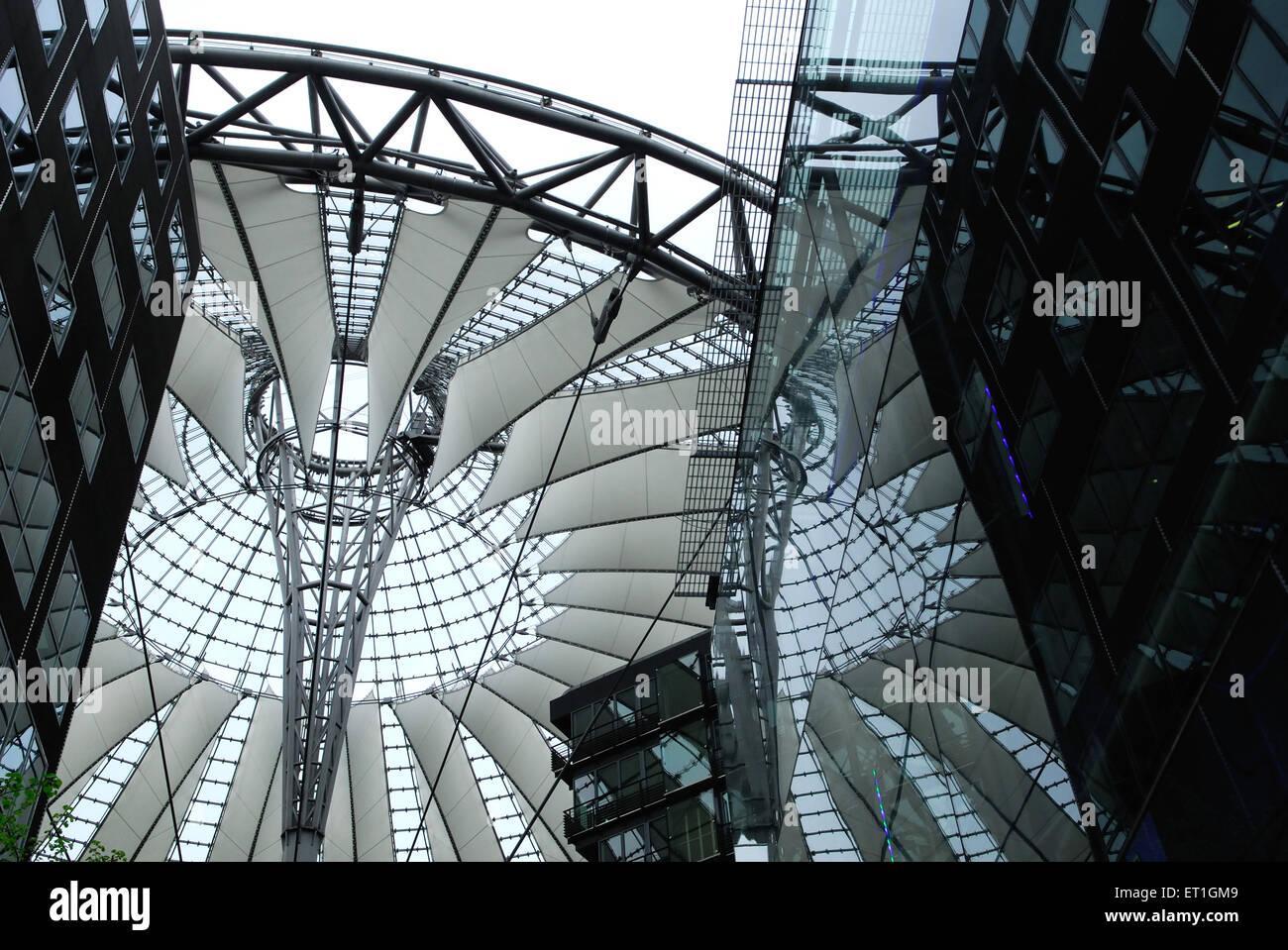 Architettura fatta di vetro e ferro ; Berlin ; Germania Immagini Stock