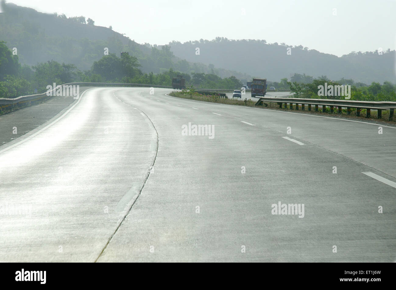 Mumbai Pune expressway con curve ; Maharashtra ; India 3 Maggio 2008 Immagini Stock