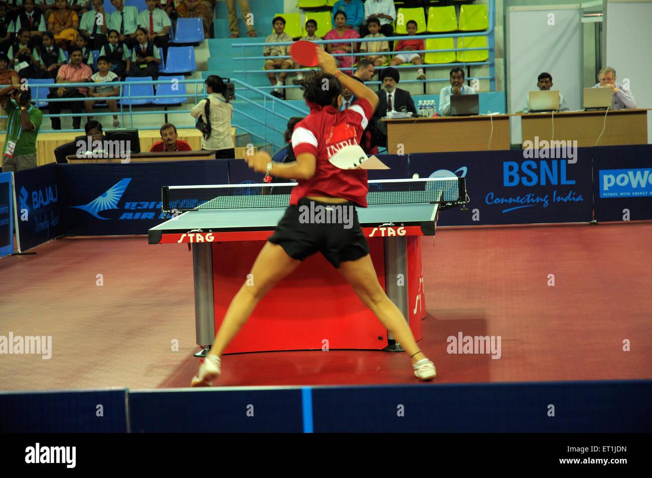 Neha aggarwal giocando a ping-pong ; Pune ; Maharashtra ; India 15 ottobre 2008 NOMR Immagini Stock