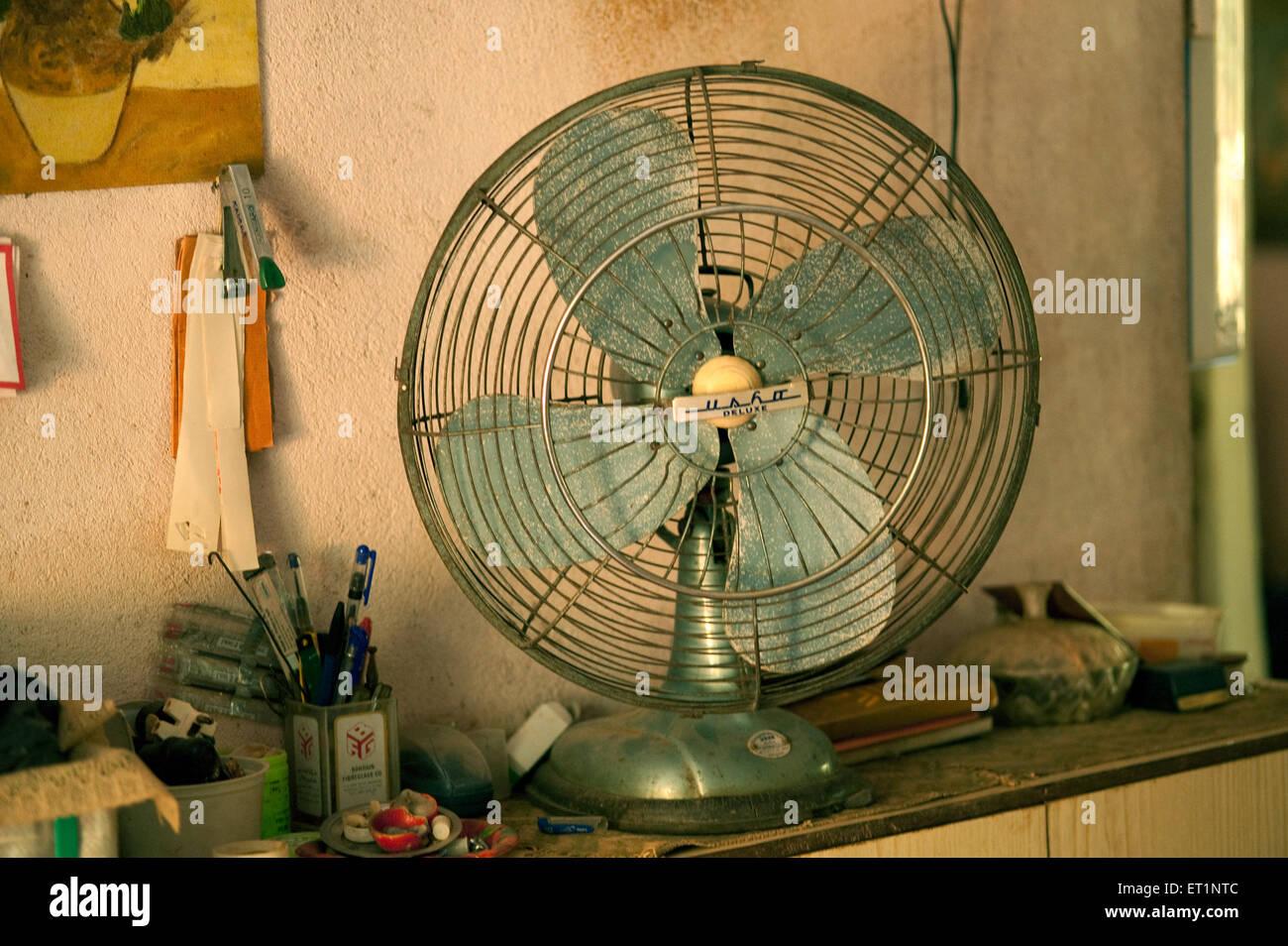 Vecchio ventilatore da tavolo Immagini Stock