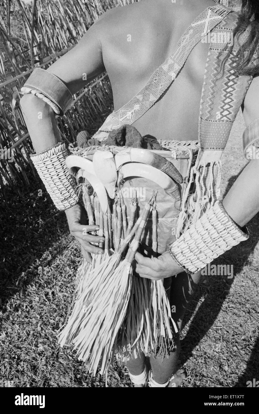 Nocte tribesman torna ornato ; Arunachal Pradesh ; India 1982 Immagini Stock