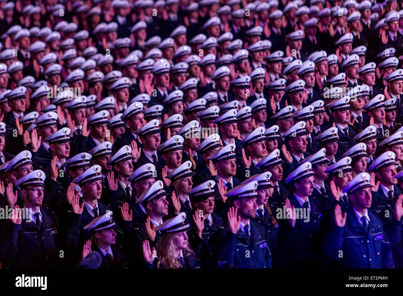 Prestazione di giuramento di 1500 nuovi funzionari di polizia in a Dortmund, oltre 6000 i familiari e gli amici Immagini Stock