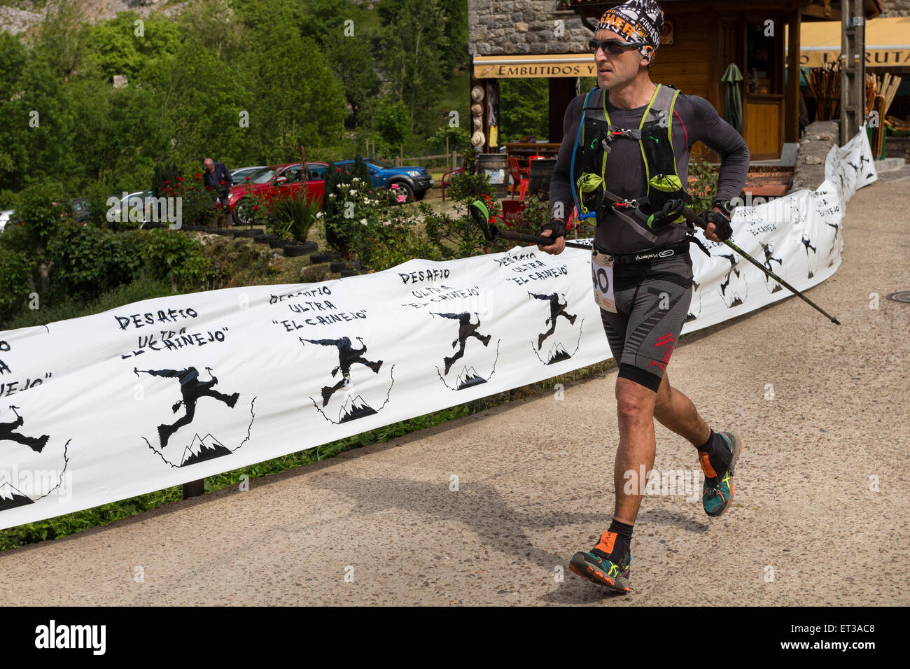 Atleta competere nel 2015 Ultra sfida di montagna il 'Desafio ultra El cainejo' Caino Picos de Europa Spagna Immagini Stock