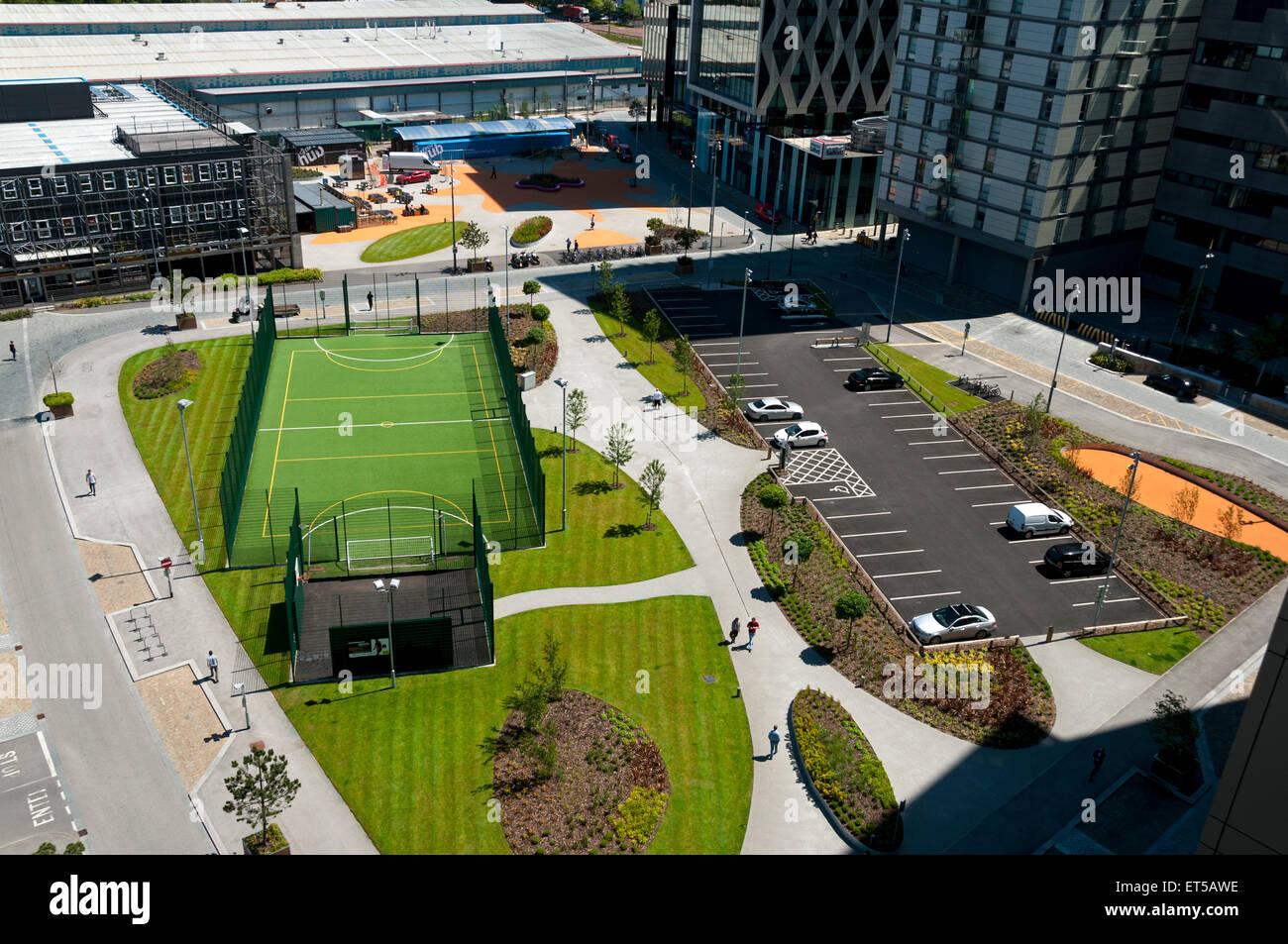 """""""Il passo"""", calcetto e netball impianto sportivo a MediaCityUK, Salford Quays, Manchester, Inghilterra, Immagini Stock"""