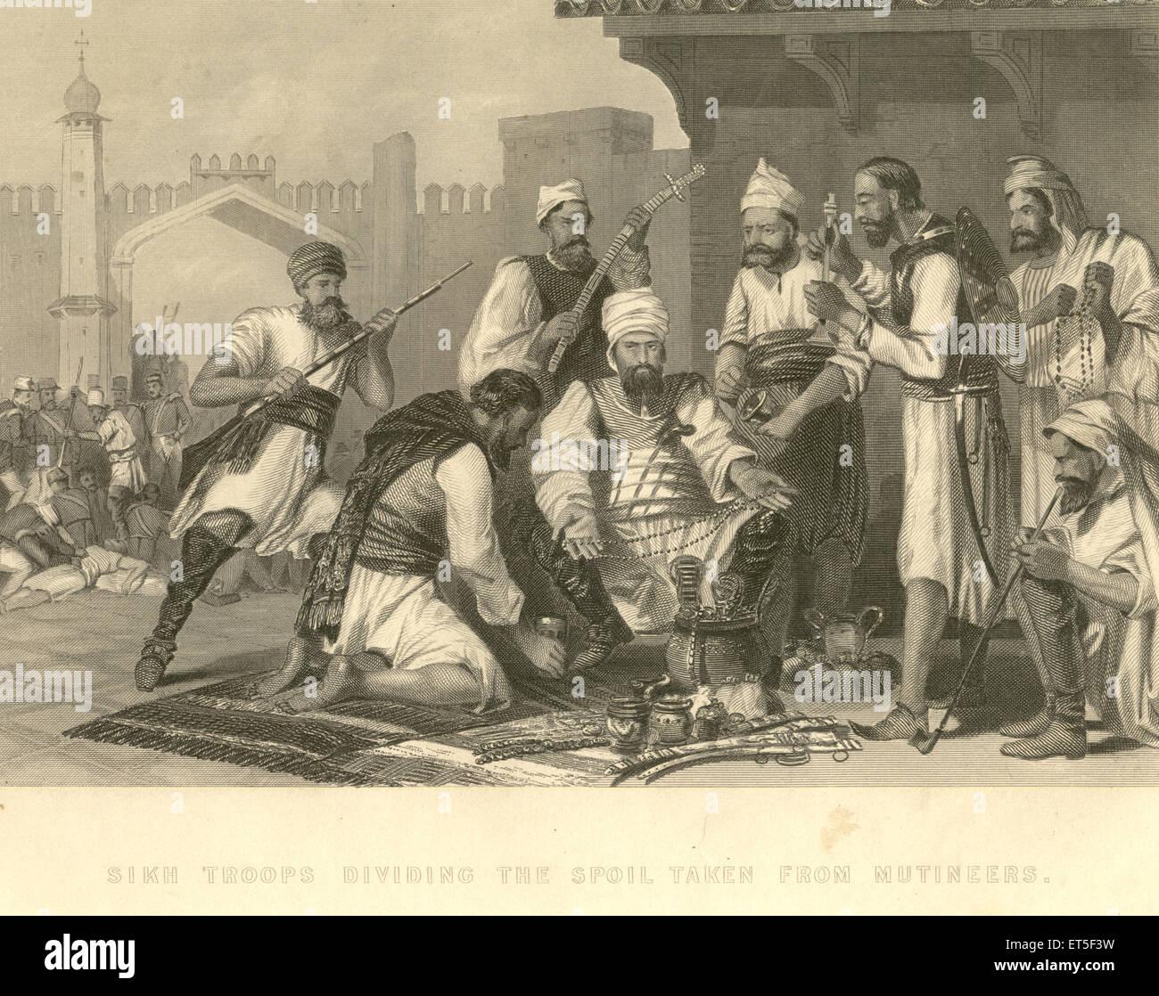 Militari e tire mutiny viste le truppe Sikh dividendo il bottino preso dai rivoltosi ; India Immagini Stock