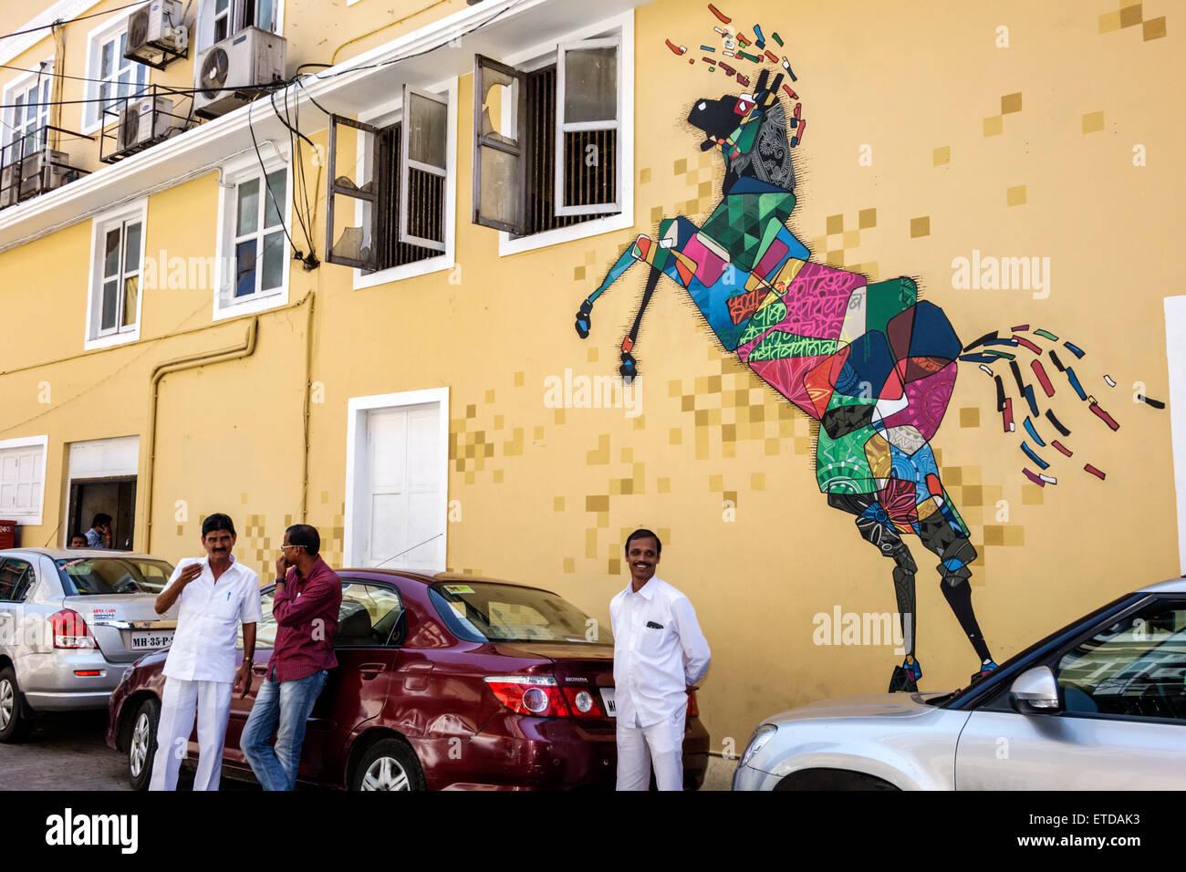 Mumbai India indiano Asian Fort Mumbai Kala Ghoda carta murale arte cavallo figura uomo Immagini Stock