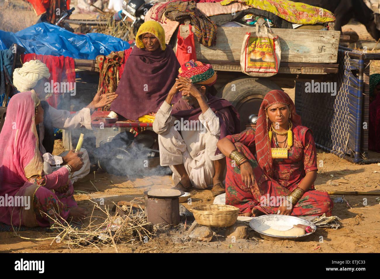 Famiglia di Rajasthani presso la fiera di Pushkar. Rajasthan, India Immagini Stock