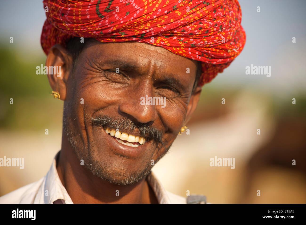 Rajasthani uomo con turbante colorato, Pushkar, Rajasthan, India Immagini Stock