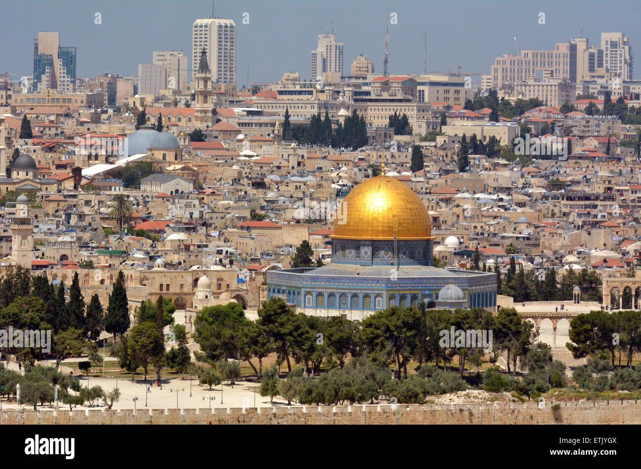 Paesaggio urbano vista di Gerusalemme e la Cupola della roccia del Monte del Tempio dal monte degli Ulivi a Gerusalemme, Immagini Stock