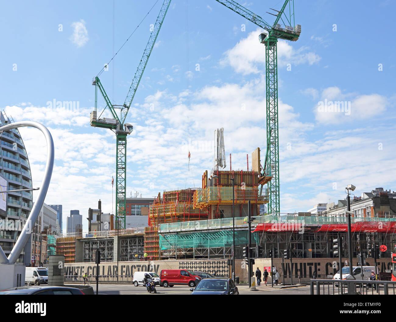 Costruzione del colletto bianco nuovo di fabbrica per lo sviluppo di applicazioni office su London's Old Street Immagini Stock