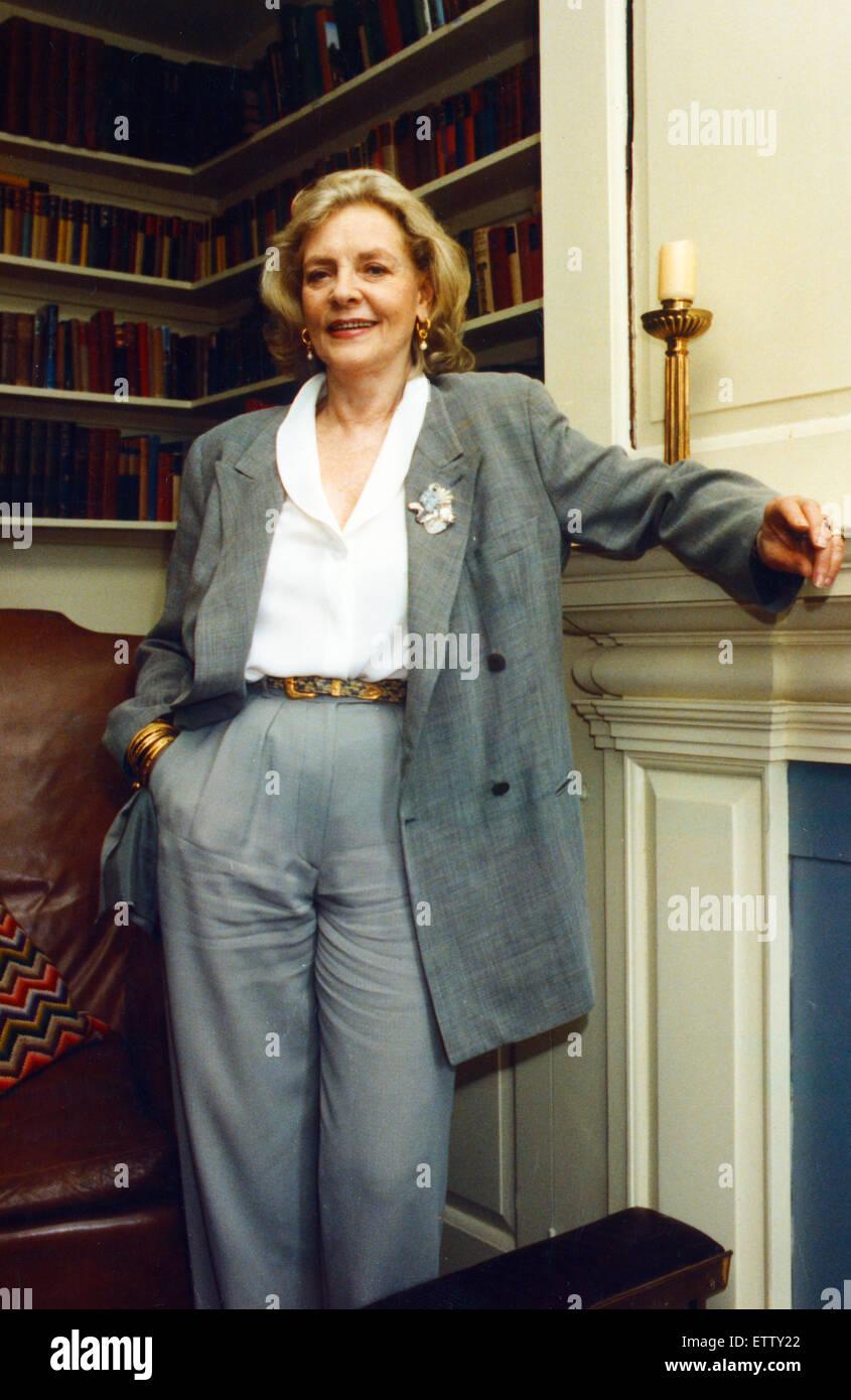Lauren Bacall, leggenda di Hollywood di età compresa tra i 66 e prestando la sua prima visita in Galles, 24 Immagini Stock