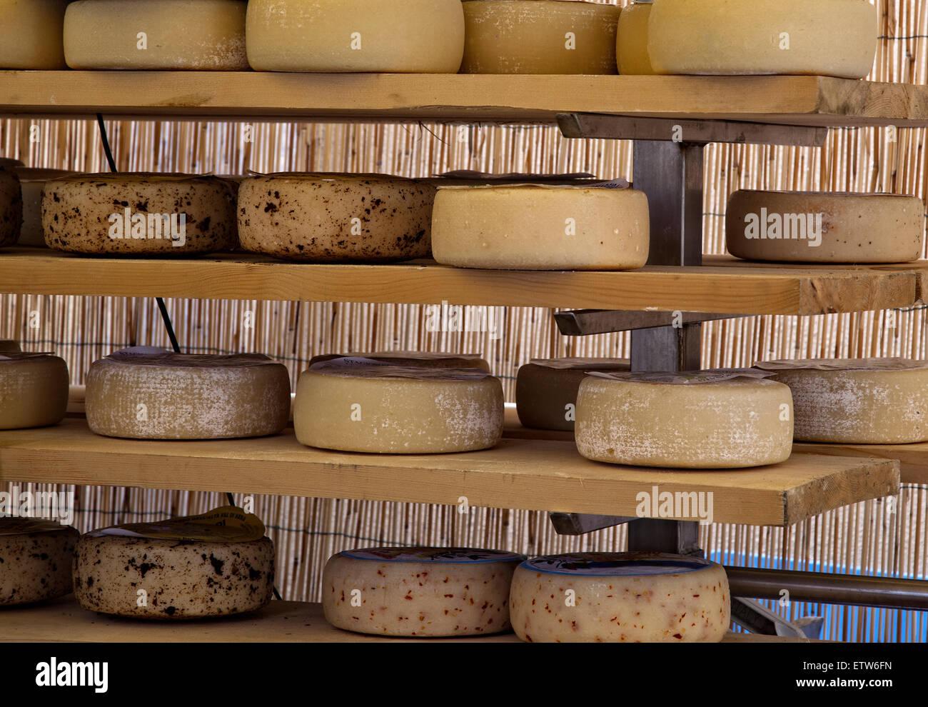 Italiano di formaggio artigianale con pepe condimento Immagini Stock