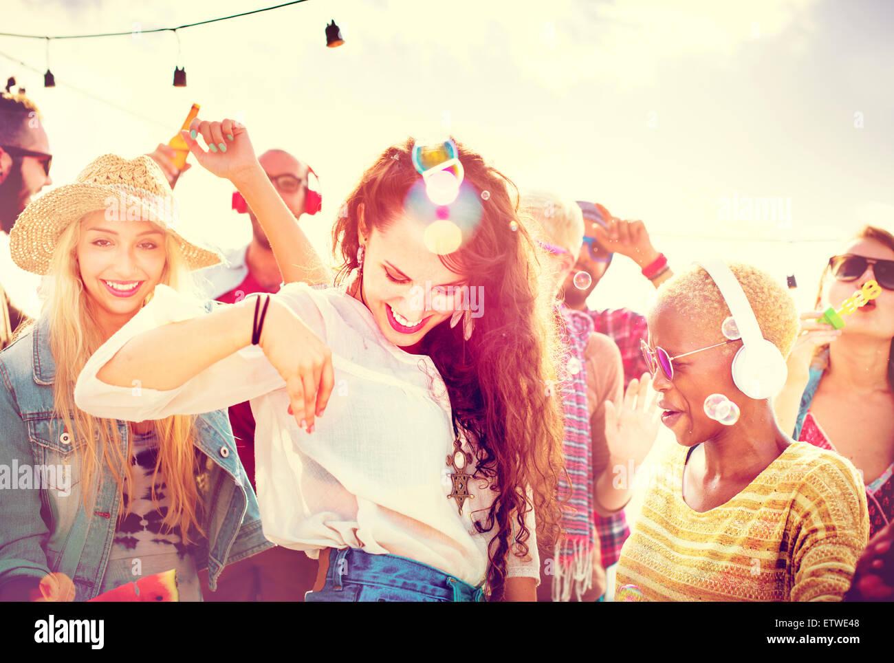 Gli adolescenti amici Beach Party felicità Concept Immagini Stock