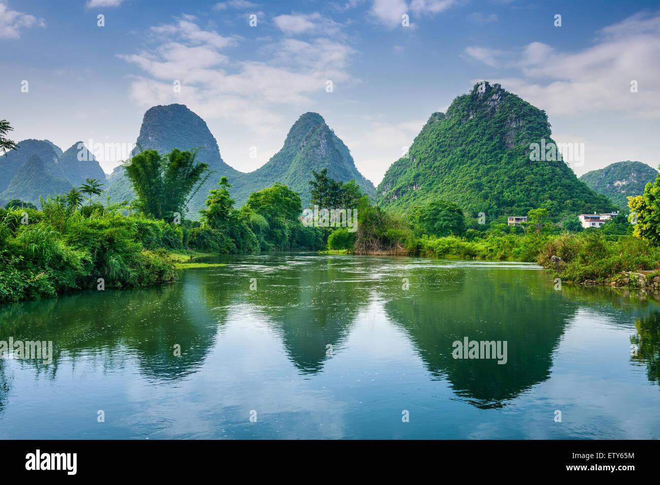 Yangshuo, Paesaggio Carsico della Cina paesaggio di montagna. Immagini Stock