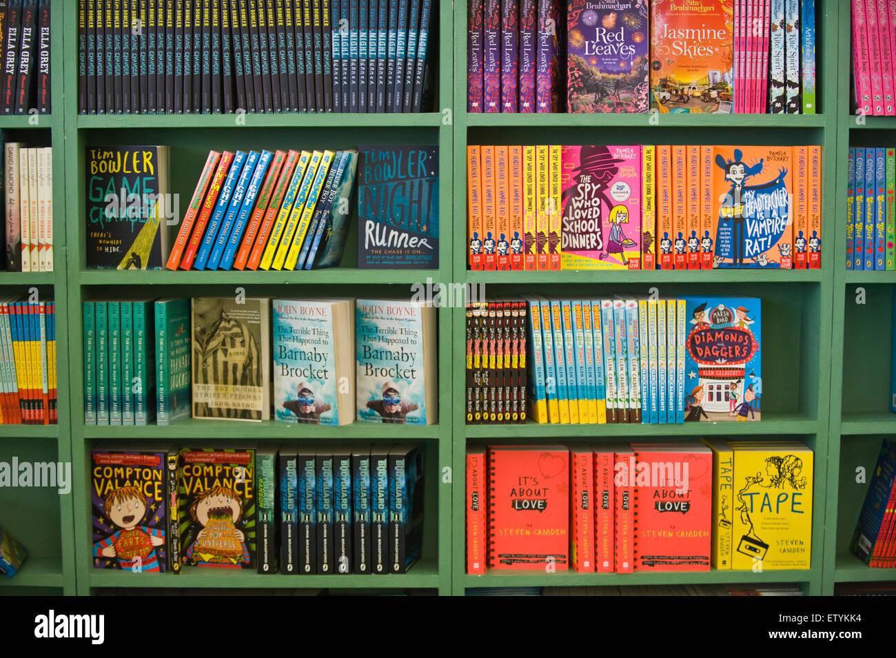 Scaffale Libreria Per Bambini : Fineway u scaffale con mensole estraibili u libreria bellissima