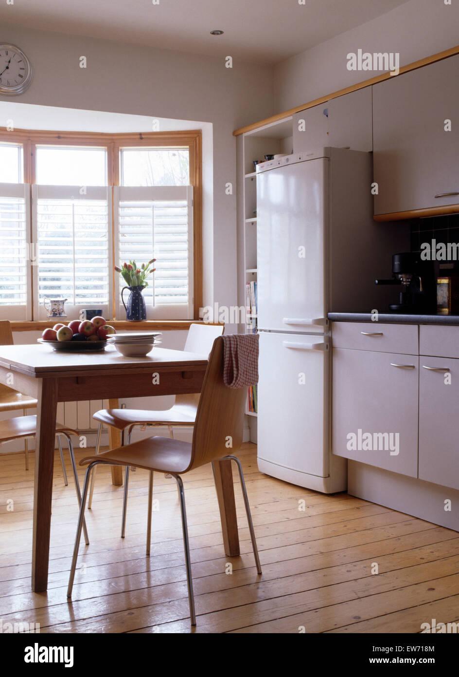 Tavolo Cucina Bianco Legno.Il Legno Compensato Di Sedie E Tavolo In Legno Nella Moderna