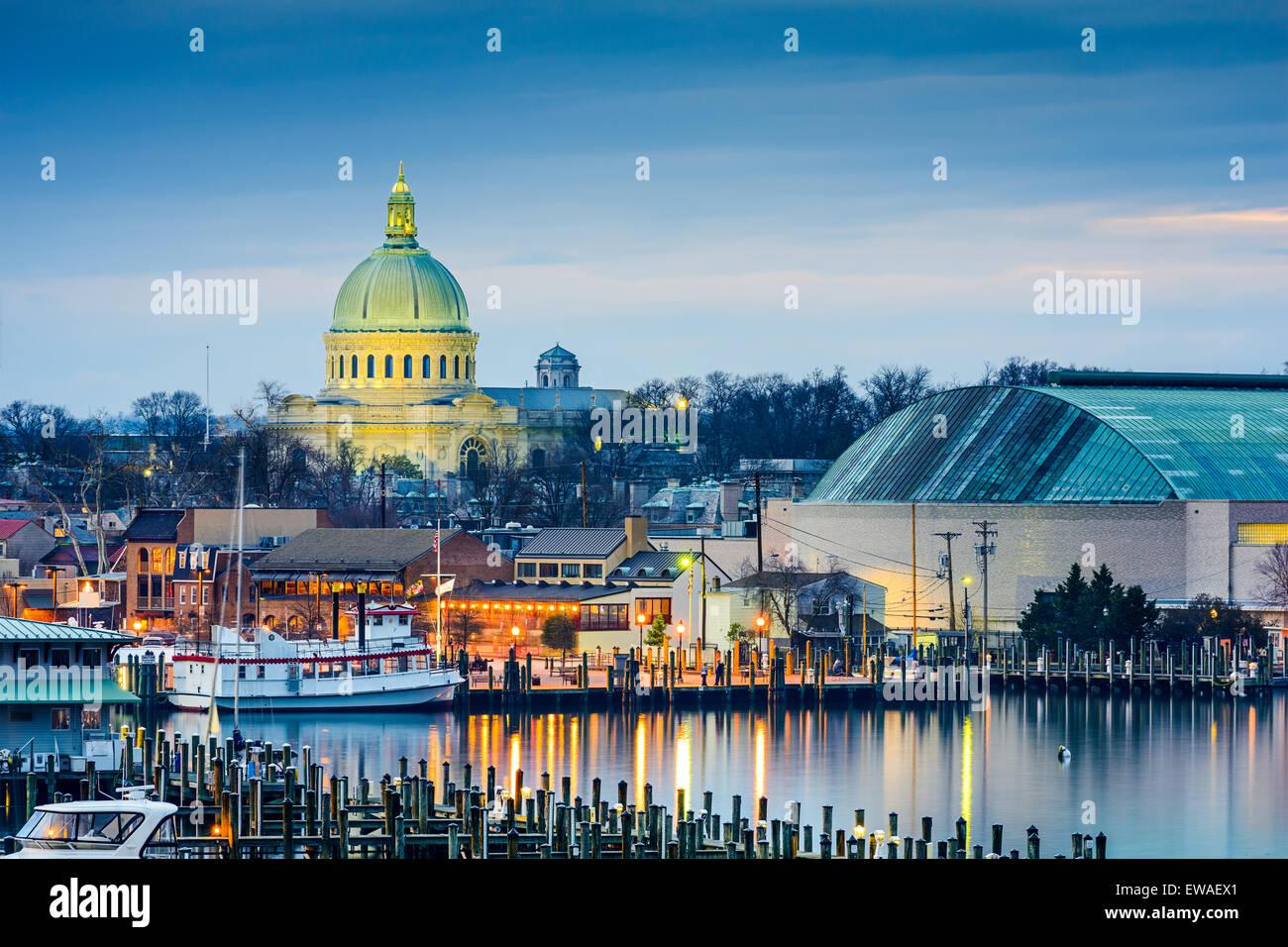 Annapolis, Maryland, Stati Uniti d'America lo skyline della città a Chesapeake Bay con l'Accademia Immagini Stock