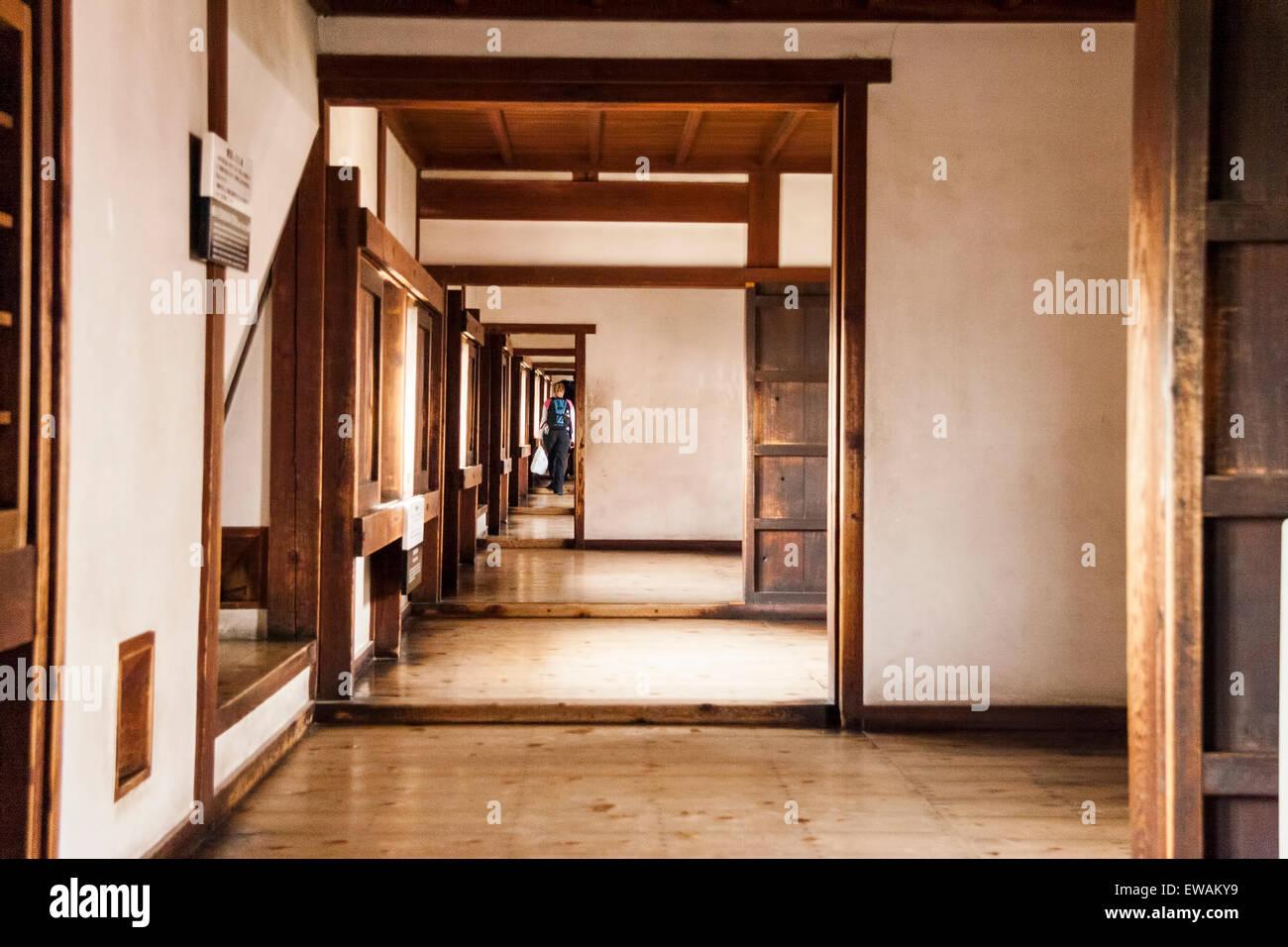 Lungo Il Corridoio In Inglese : In giappone il castello di himeji west bailey interno il lungo