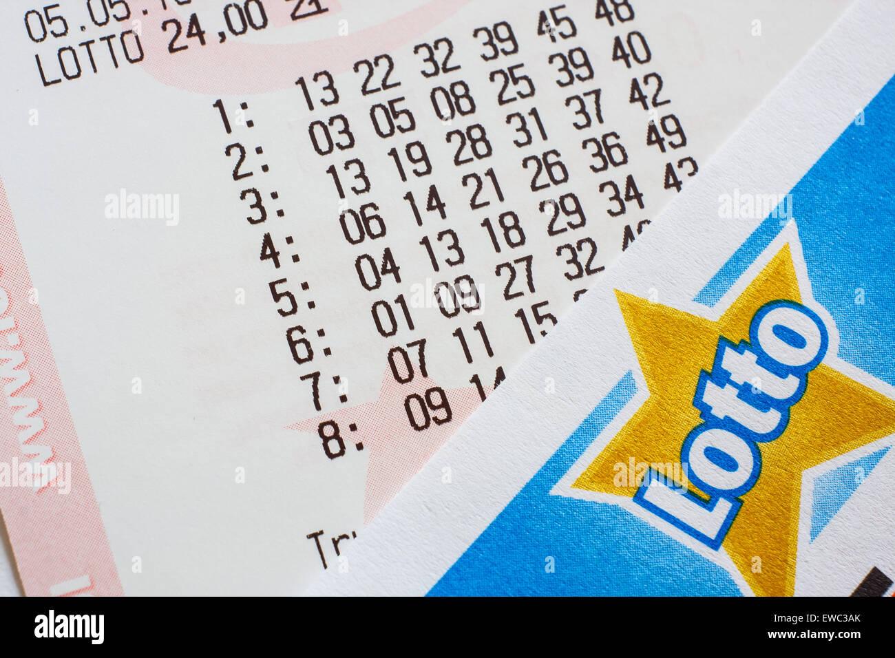 GDANSK, Polonia - 05 maggio 2015. Biglietto del lotto con i numeri Immagini Stock