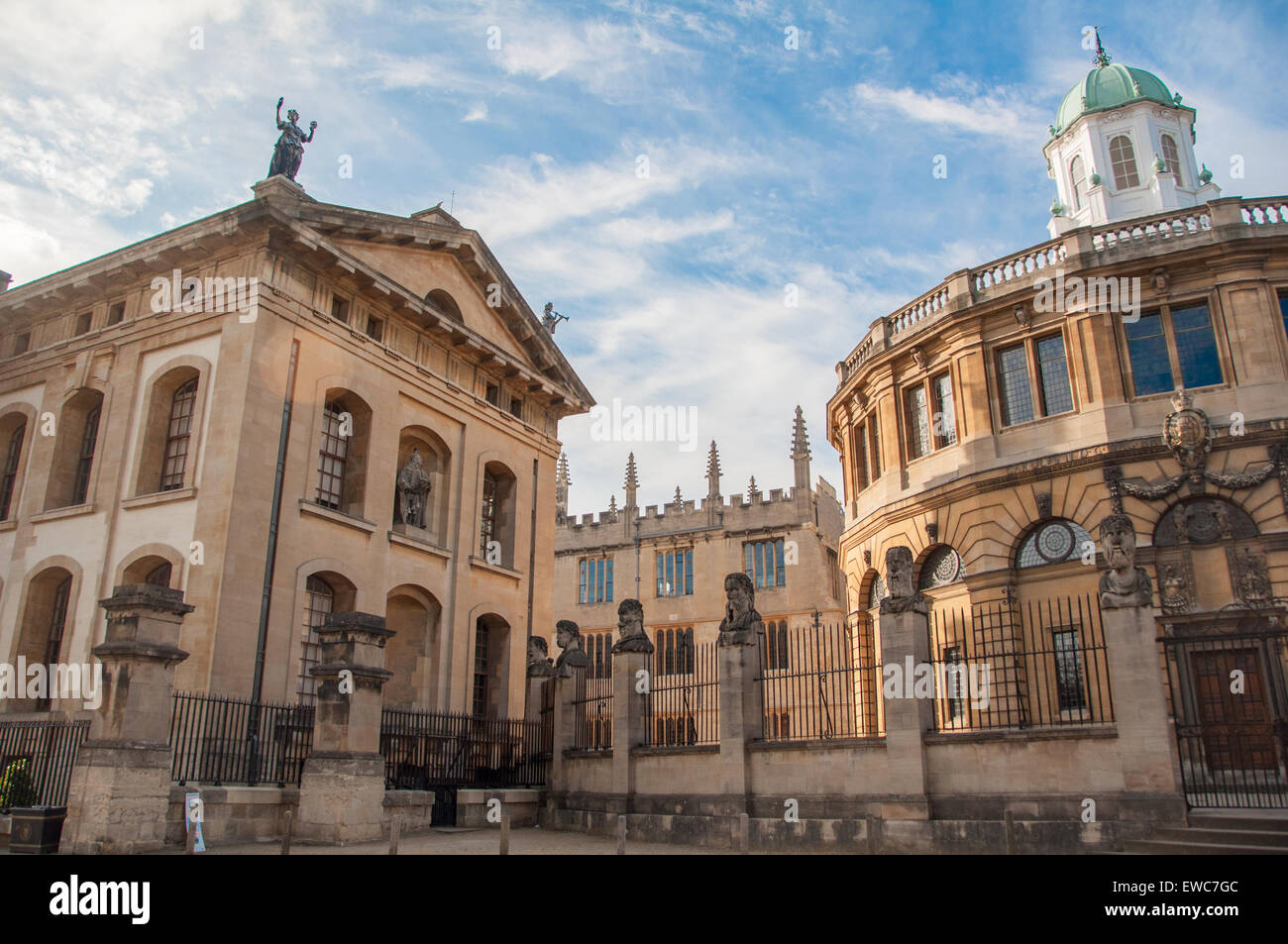 Vista la Bodleian Library (edificio Clarendon e Sheldonian Theatre), Oxford, Regno Unito Immagini Stock