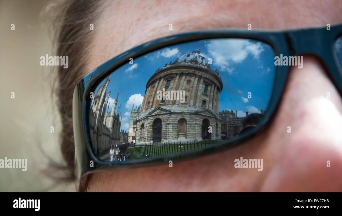 La riflessione della Radcliffe Camera, biblioteca Bodleian Library di Oxford, Regno Unito Immagini Stock