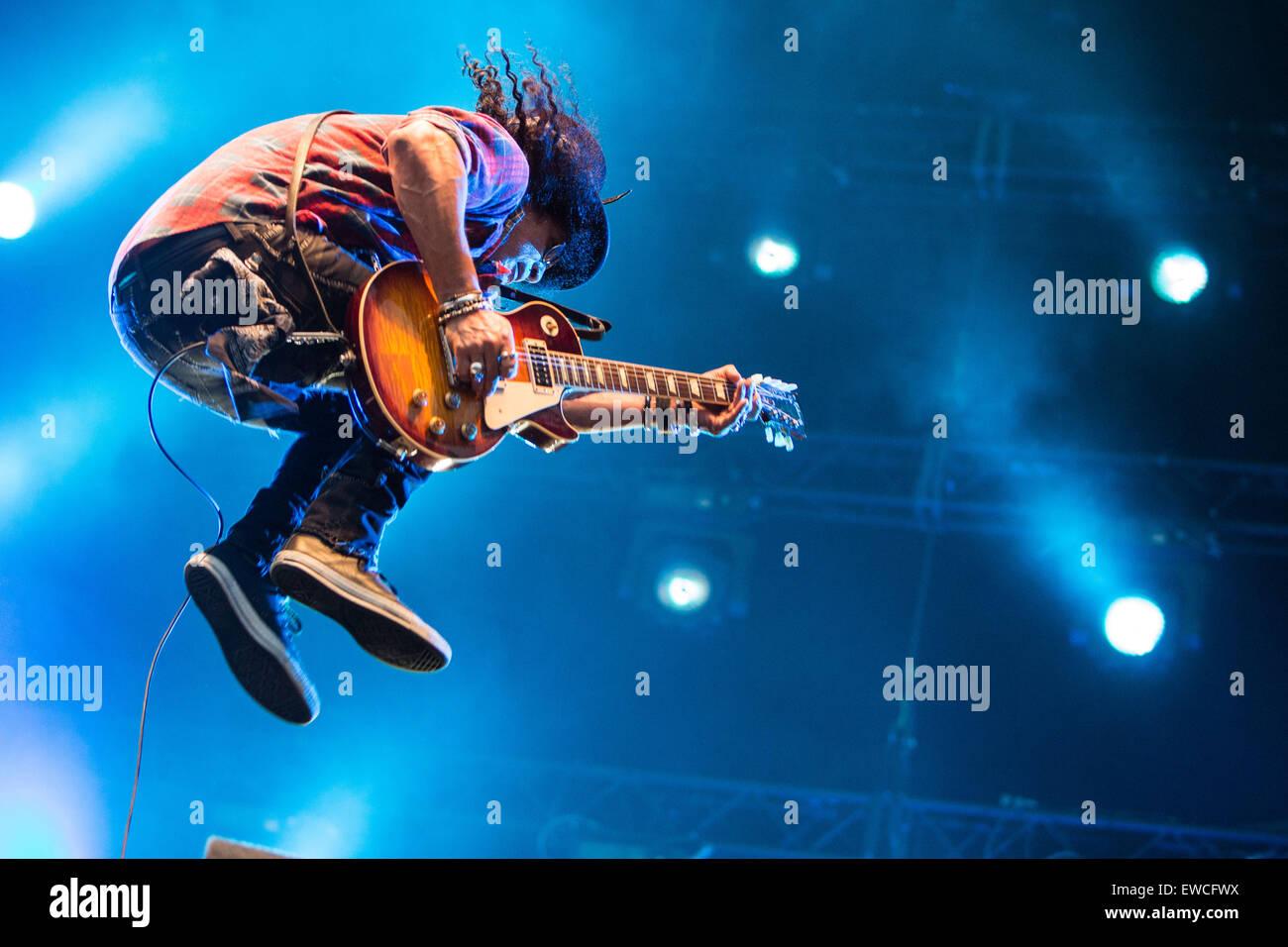 Slash ft. Myles Kennedy e i cospiratori eseguire live at Pinkpop Festival 2015 in Paesi Bassi © Roberto Finizio Immagini Stock