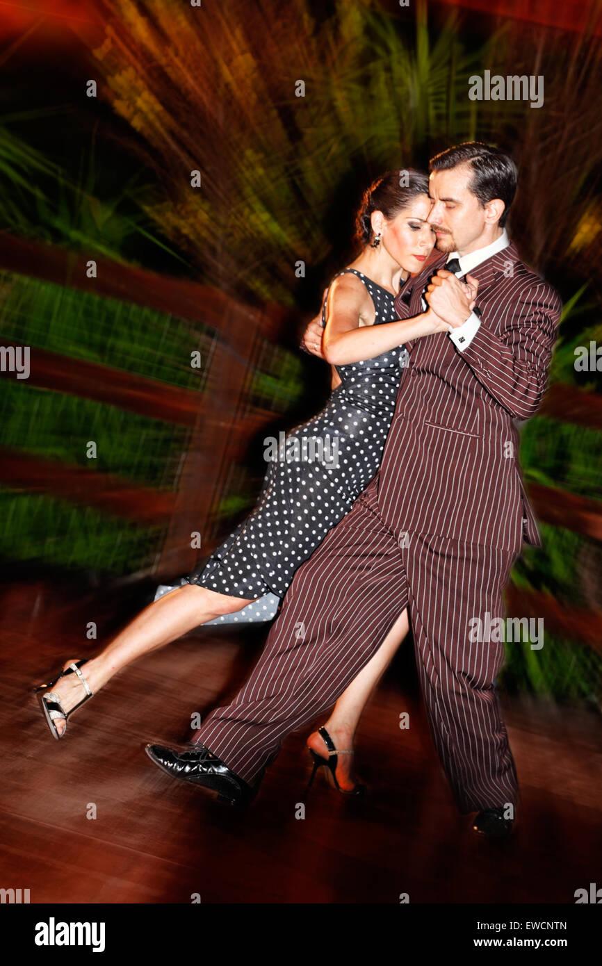 Gabriel Marino e Fatima Vitale ballare il tango argentino Immagini Stock