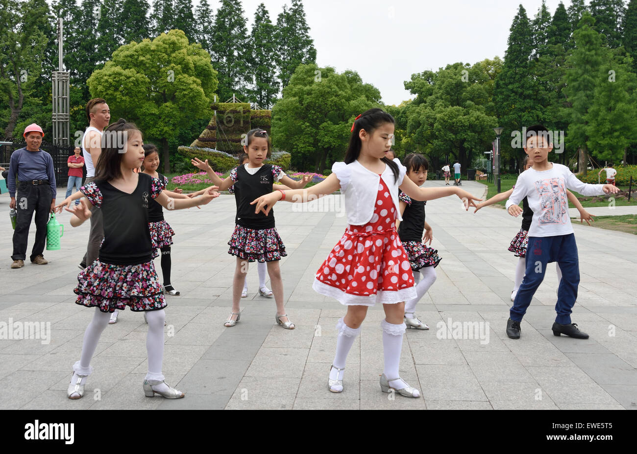 Ragazze che ballano classe la Shanghai Giardino Botanico Xuhui District cinese Cina Immagini Stock