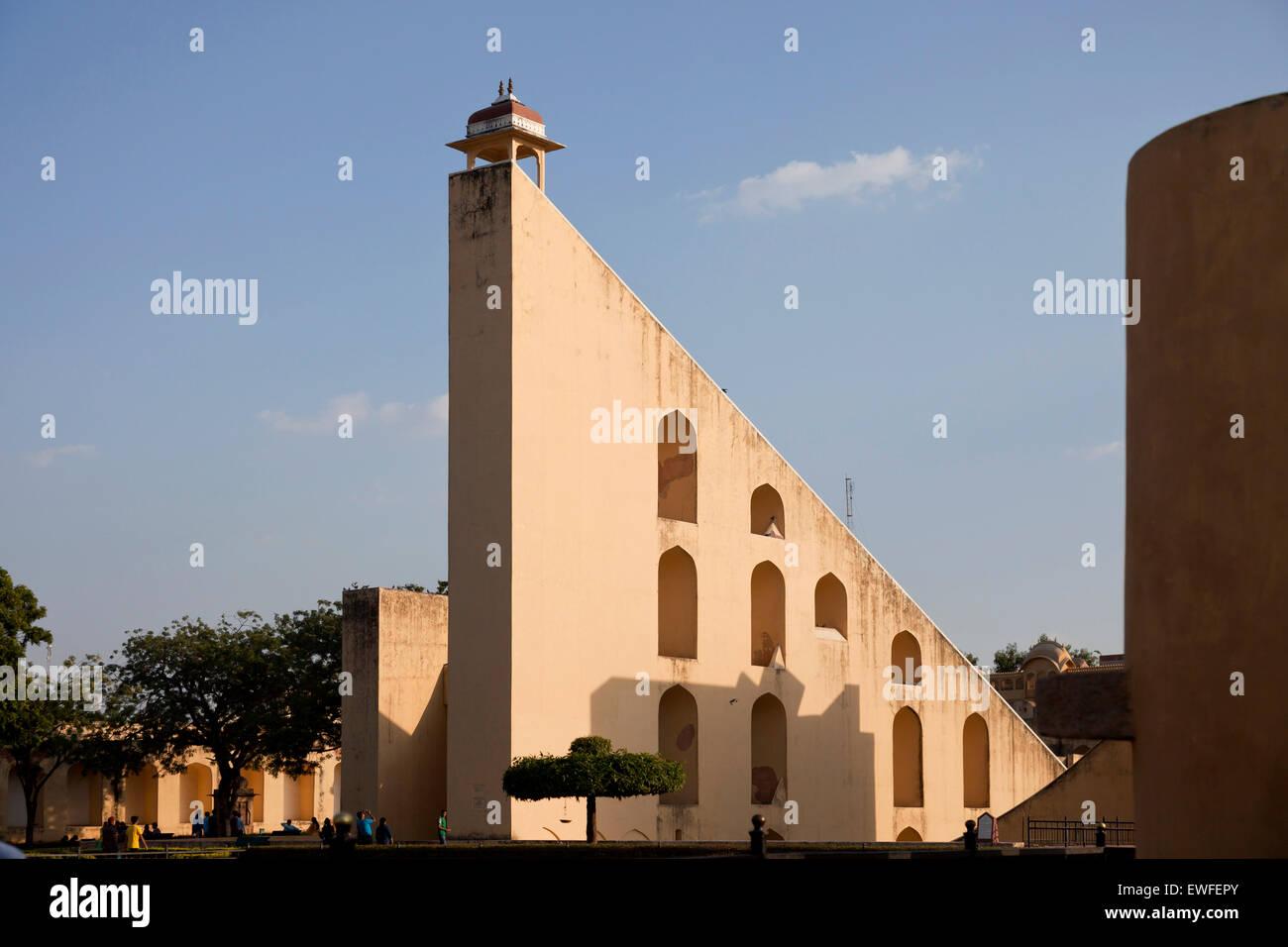 Antico Osservatorio Jantar Mantar, patrimonio mondiale dell UNESCO a Jaipur, Rajasthan, India, Asia Immagini Stock