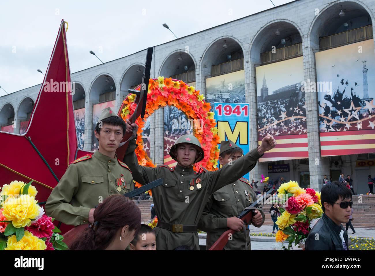 Festeggiamenti per il settantesimo anniversario della vittoria al giorno. Ala-Too square. Bishkek. Il Kirghizistan. Immagini Stock