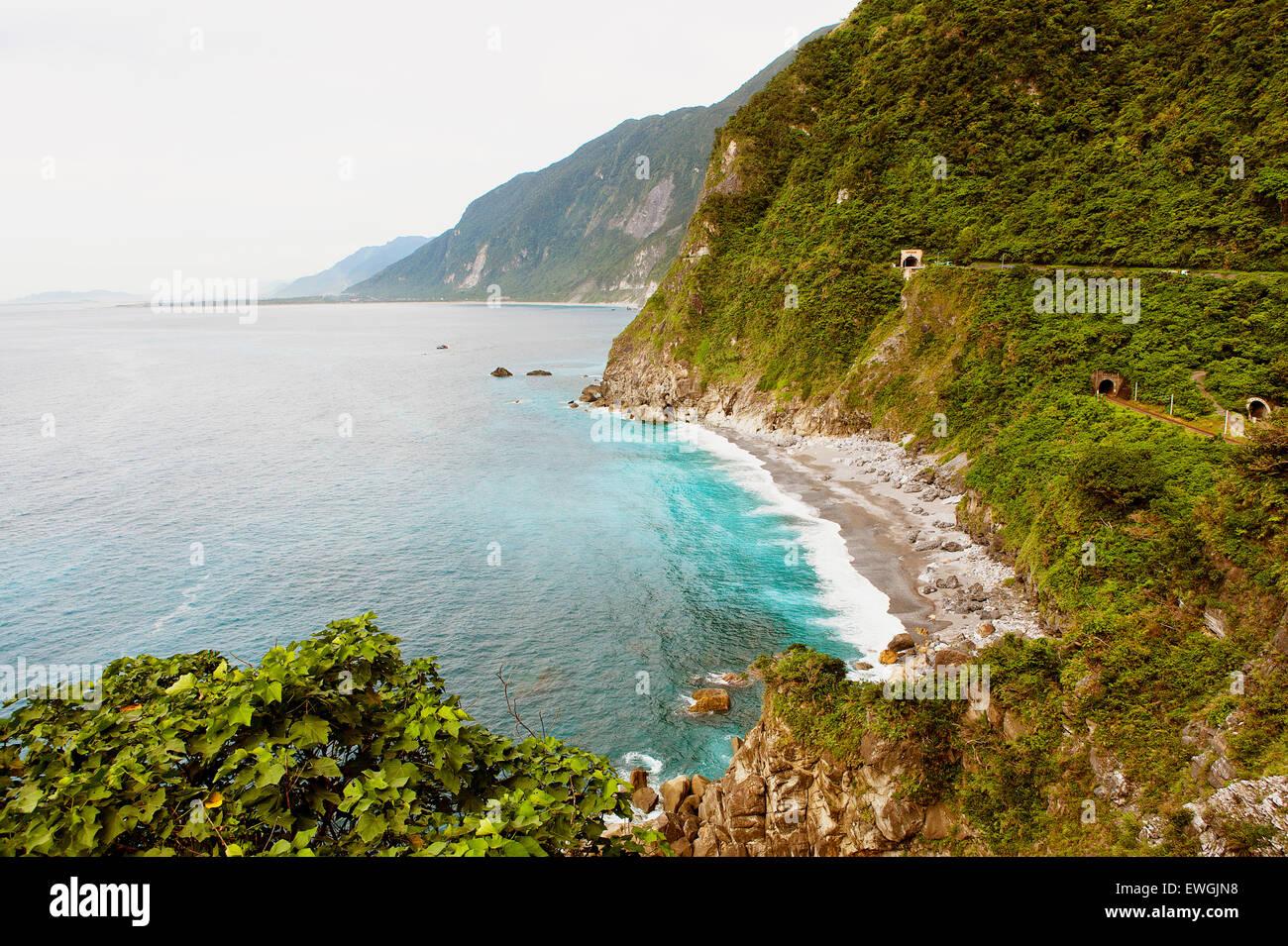 Una vista della costa lungo su-hua autostrada, Huide sentiero vicino a Taroko GorgeTaiwan Immagini Stock