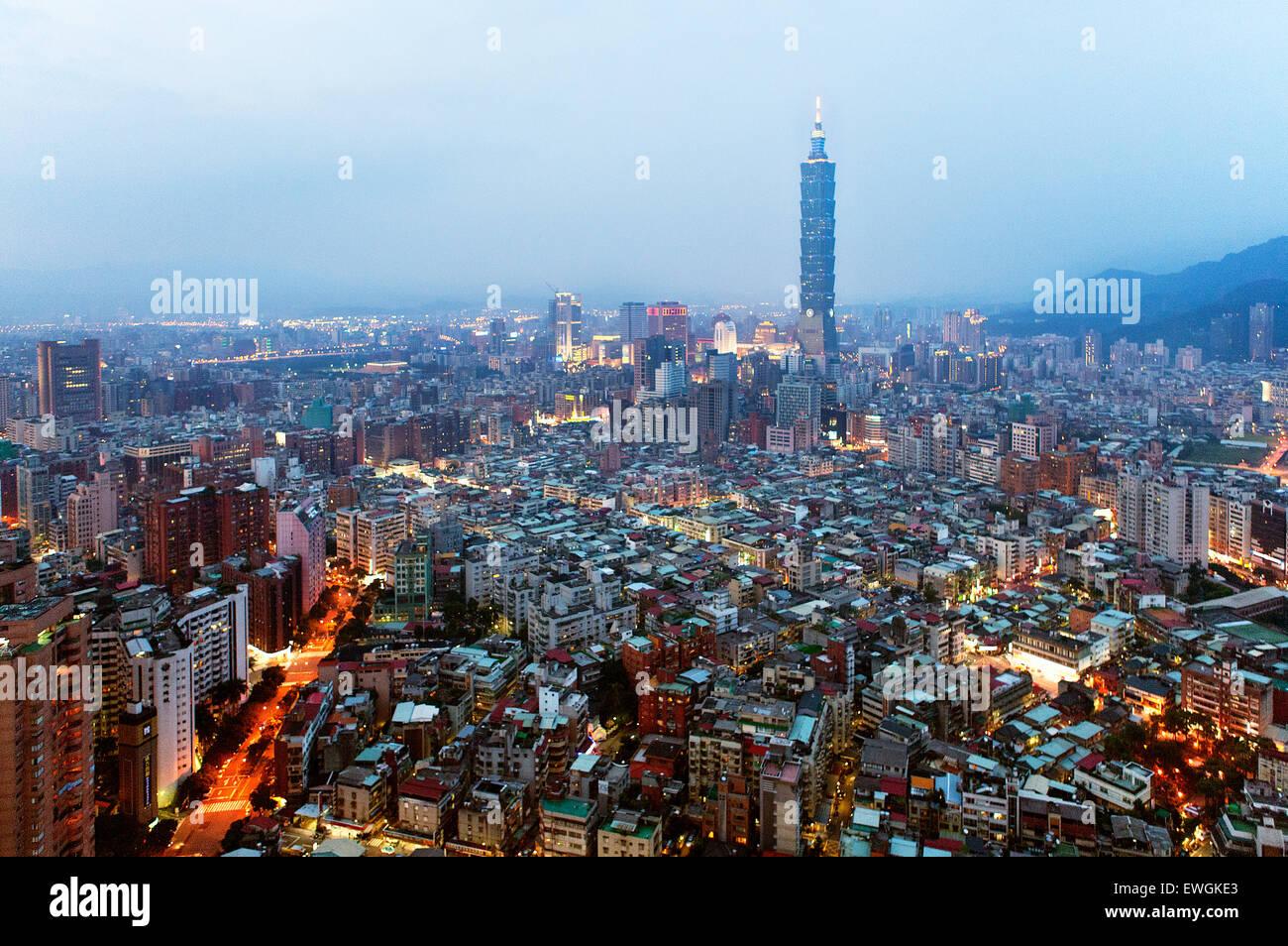 Taipei 101 building al crepuscolo. Taiwan Immagini Stock