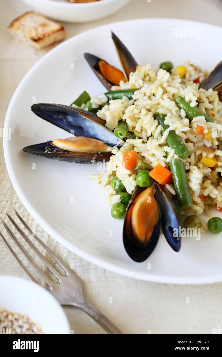 Riso con verdure e cozze, cibo Immagini Stock