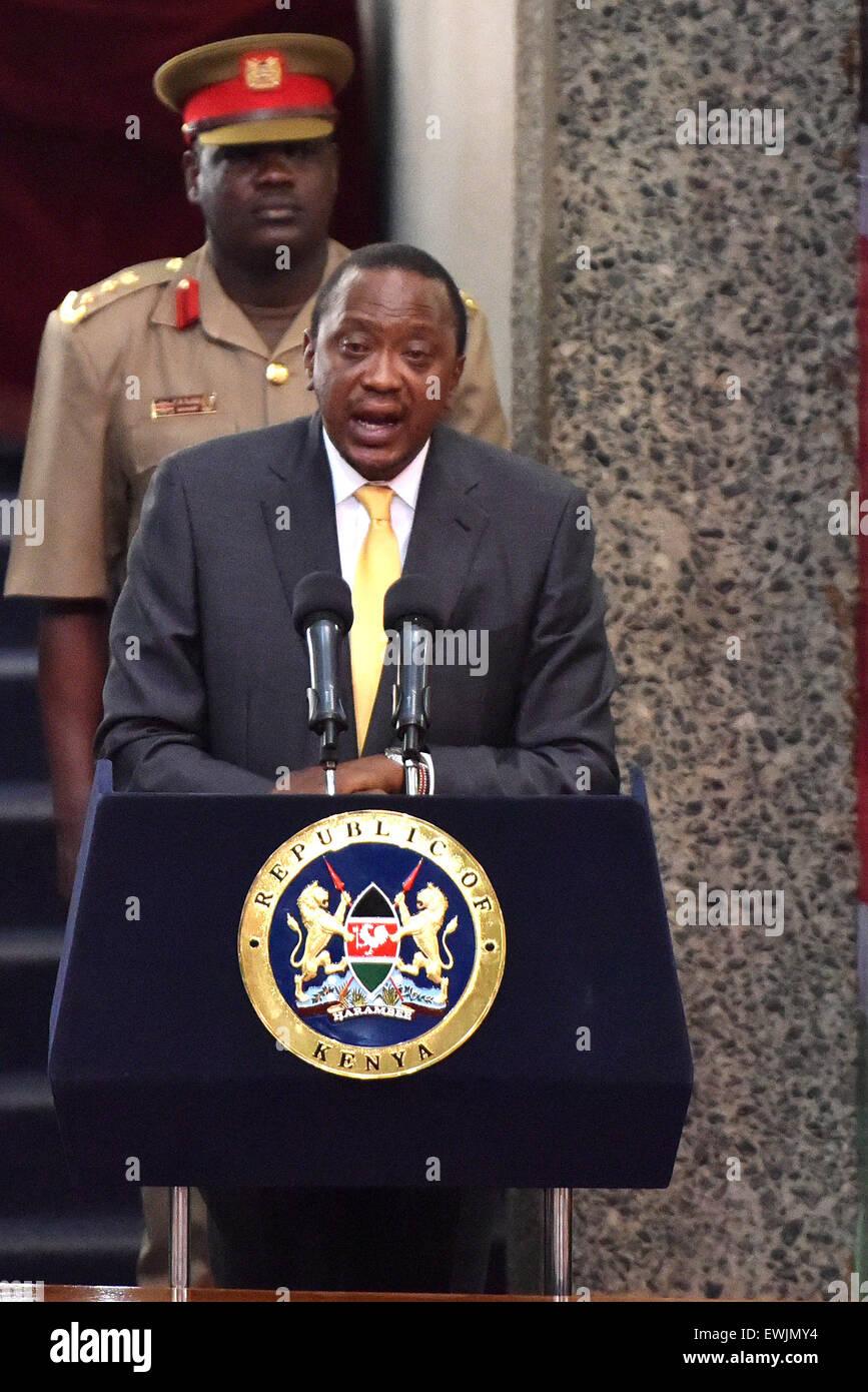 (150627)-- NAIROBI, 27 giugno 2015 (Xinhua) -- Il Presidente keniano Uhuru Kenyatta offre un discorso di chiusura Immagini Stock
