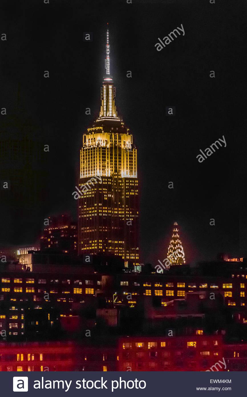 Empire State Building e il Chrysler Building di notte, New York New York STATI UNITI D'AMERICA. Foto Stock