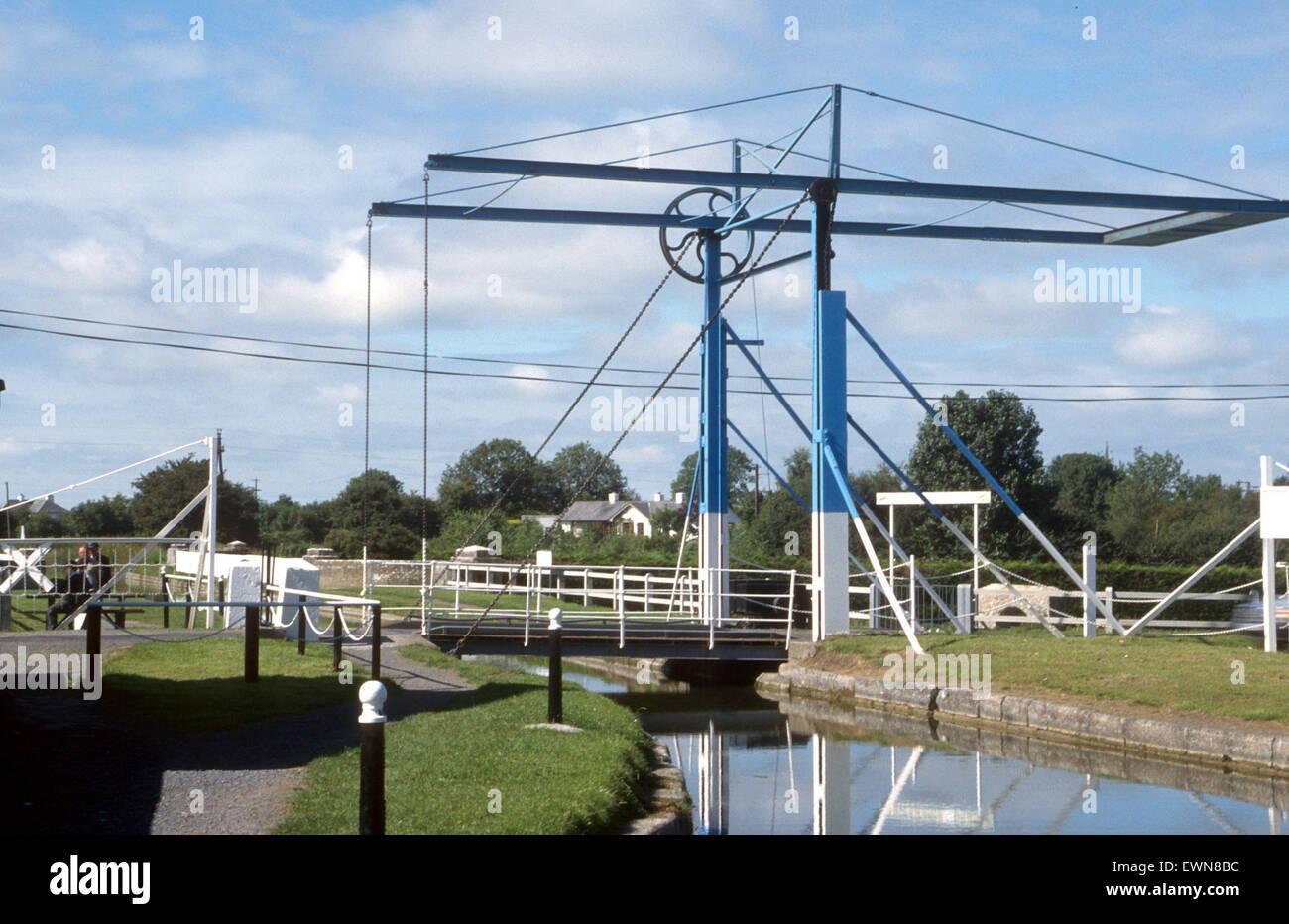 Una rara di sollevamento del ponte sul Canale A MONASTEREVIN CO Kildare Irlanda Immagini Stock