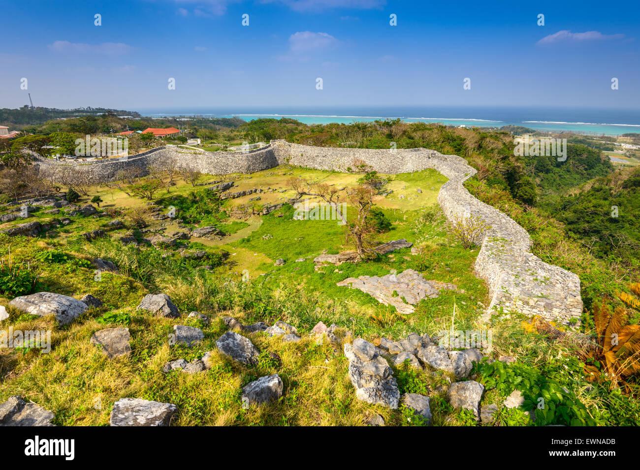 Okinawa, in Giappone a Nakagusuku rovine del castello. Immagini Stock