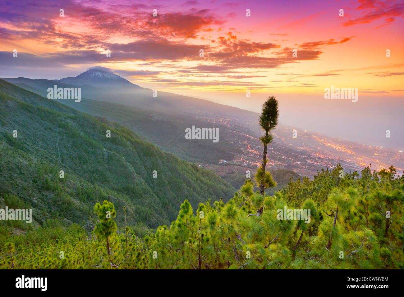 Isola di Tenerife paesaggio - Teide al tramonto sul tempo, Isole Canarie, Spagna Immagini Stock