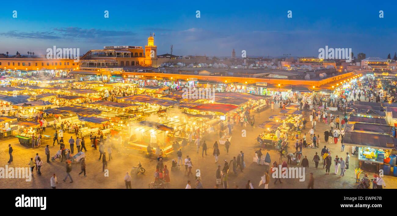 La medina di Marrakech - Piazza Jemaa el Fna nella notte, Marocco, Africa Immagini Stock