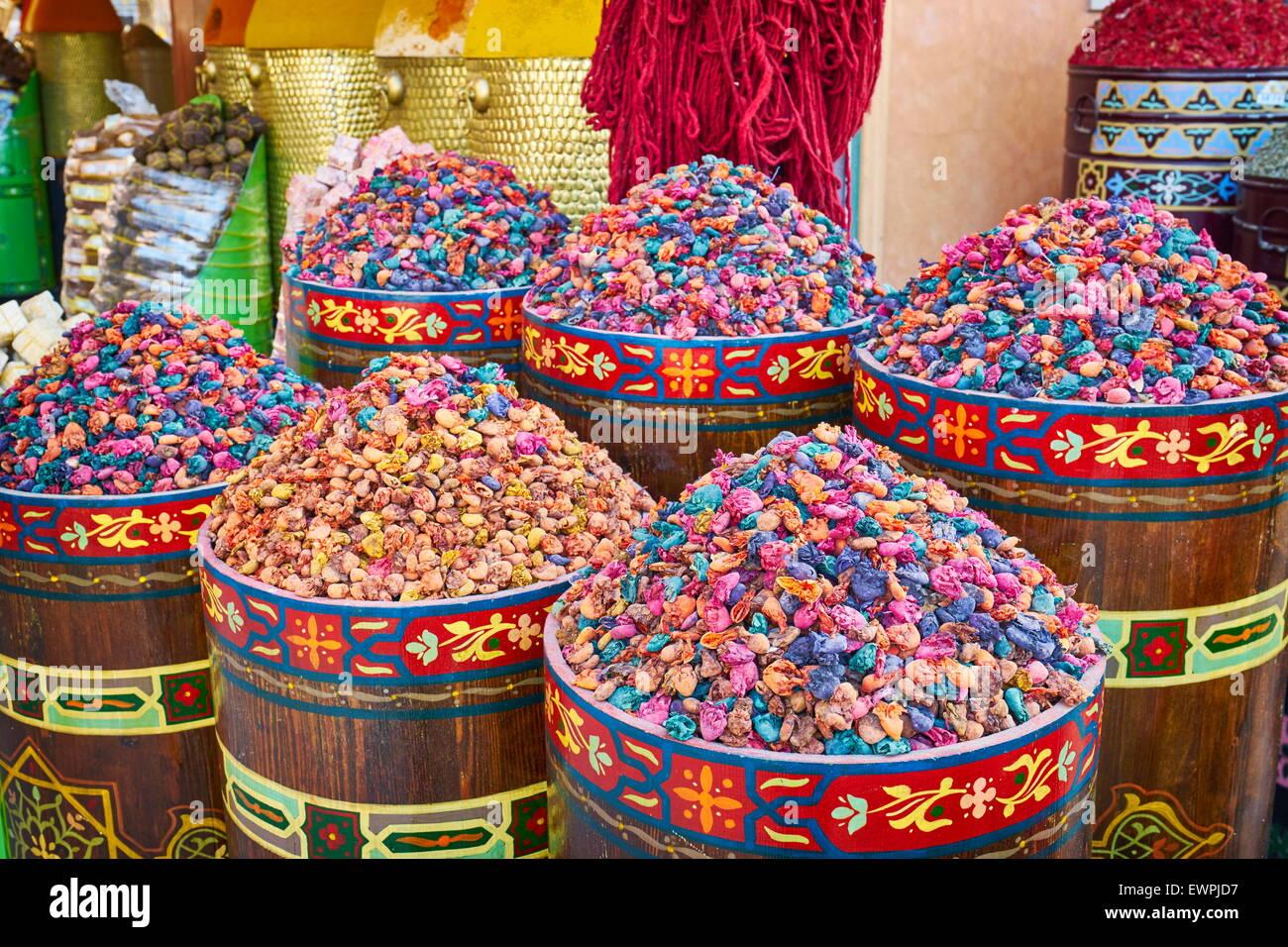 Locale tradizionale di erbe e di spezie, Marocco, Africa Immagini Stock