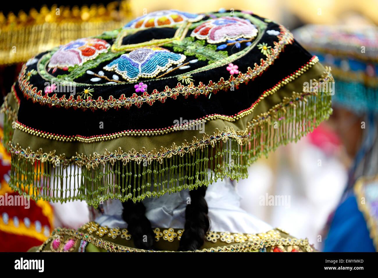 Cappello da donna in costume celebrare la festa della Virgen del Carmen de Paucartambo (Cusco Provincia), vicino Immagini Stock