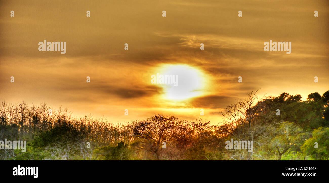 Bel tramonto a Pedasi presso la penisola di Azuero in Panama Immagini Stock