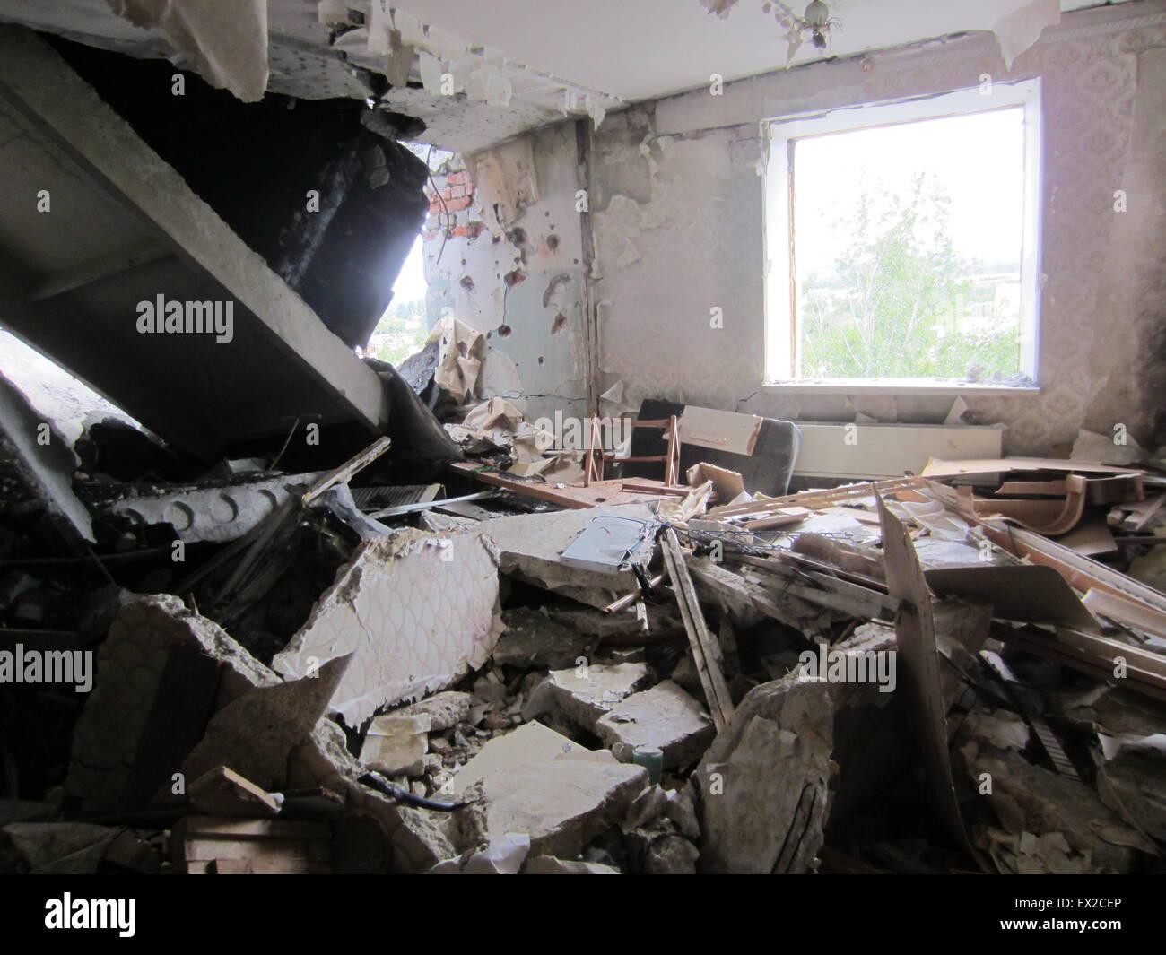 Una Vista Di Un Distrutto Due Camera Da Letto In Appartamento In Svitlodarsk Ucraina Orientale 2 Luglio 2015 Svitlodarsk Una Citta Satellite State Edificate Per I Lavoratori Degli Impianti Di Potenza In
